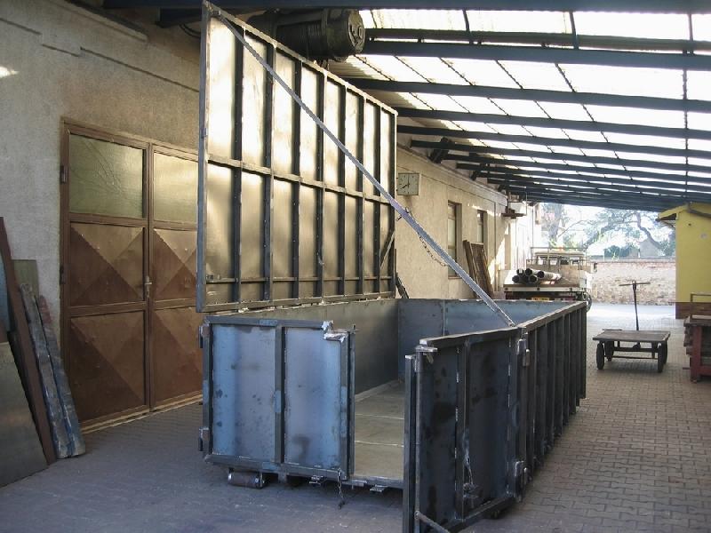 Container mit Deckel 2
