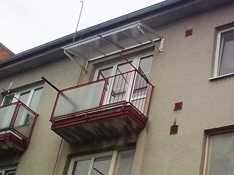 aluminium vordach f r balkon kovov roba prustom rsk. Black Bedroom Furniture Sets. Home Design Ideas