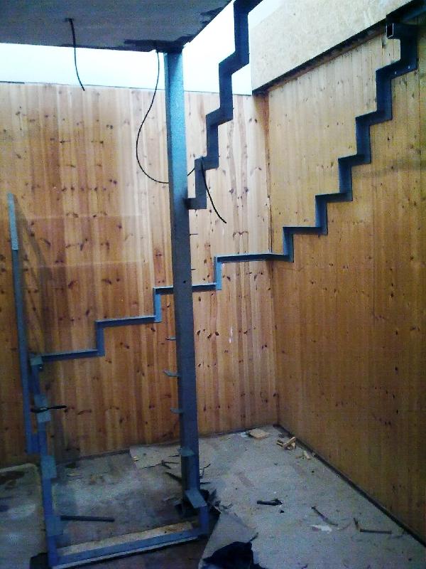 Konstruktion für Stufe aus Holz