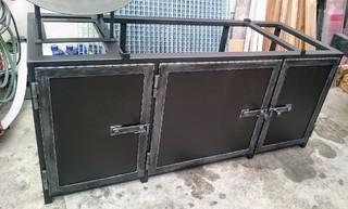 Tabelle geschmiedete Profile, schwarz matt und Patina