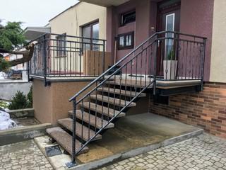 Geländer geschmiedete Profile, Zink, schwarze Mattfarbe und Patina
