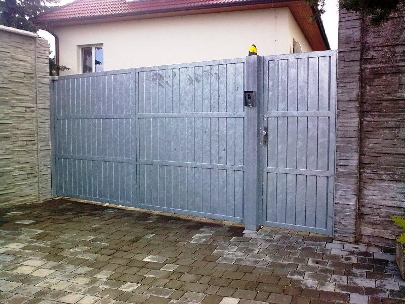 Pozinkovaná brána