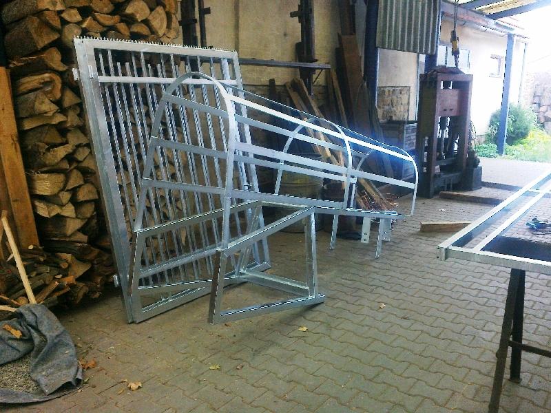 Pozinkovaný žebřík a brána