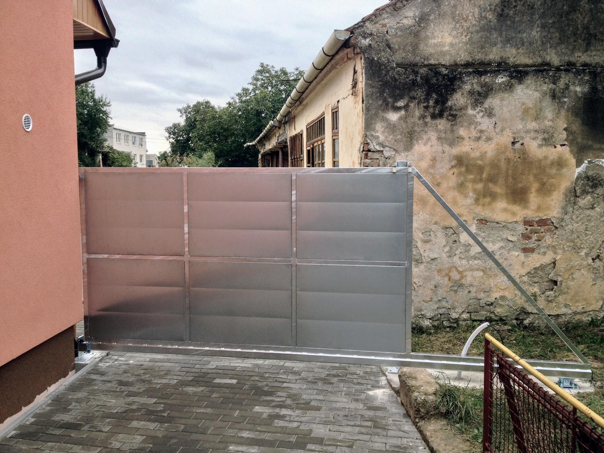 Samonosná brána zaplechovaná, pozinkovaná