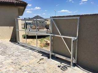 Konstrukce samonosné brány, žárový zinek
