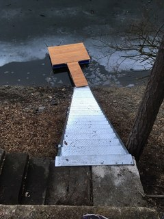Pozinkované schody a konstrukce mola