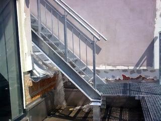 Geländer und Treppe verzinkt