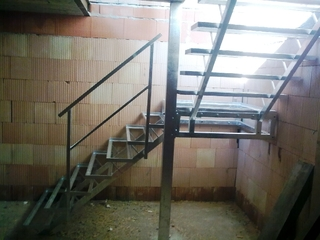 Treppenhaus für gitterrost verzinkt
