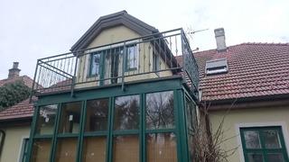 Geländer, Verzinkung, mattschwarz und grüne Patina