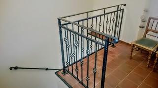 Geländer und Geländer, geschmiedete Profile, schwarz matt. und grüne Patina