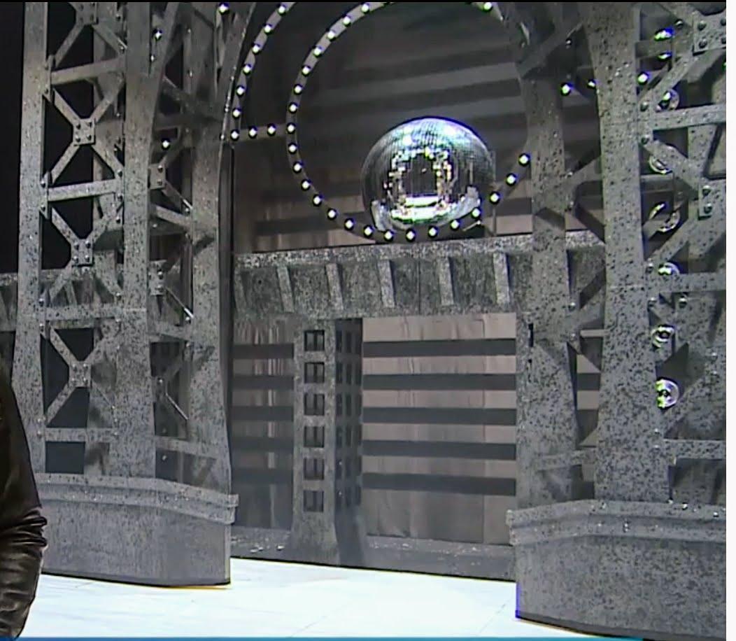 Aluminiumstrukturen für Hintergründe, Samstage Nacht Fieber