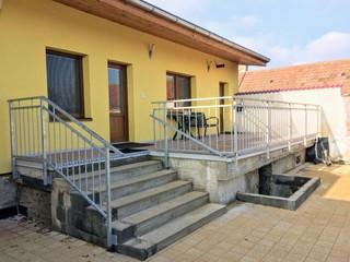 Verzinkte Geländer auf der Terrasse