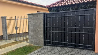 Schmiedeeisernen Tore, Zink, Farbe ZINOREX (Schmied und schwarz matt) und Patina