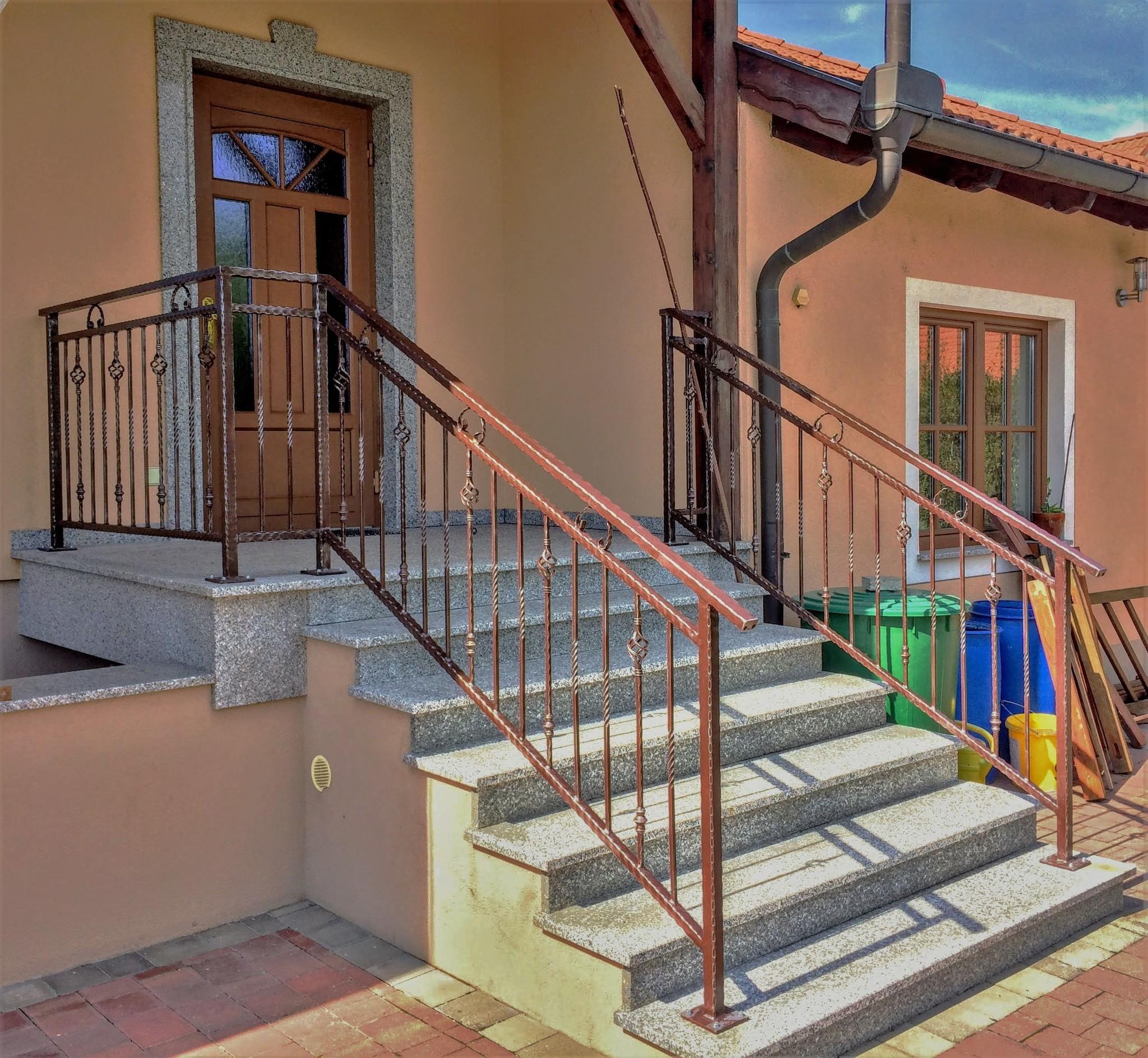Geschmiedetes Geländer, Zink, Farbe und Patina
