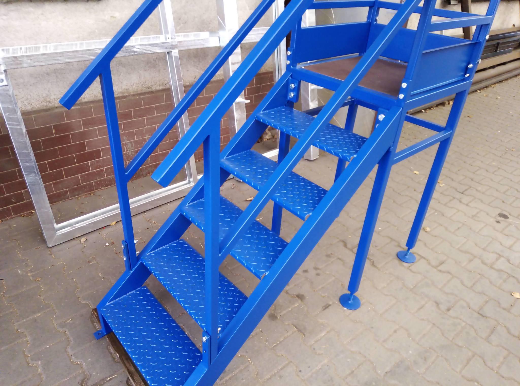 Treppe mit Treppenabsatz und Geländer, Farbe Zinorex