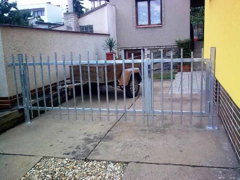 Pozinkovaná brána a branka