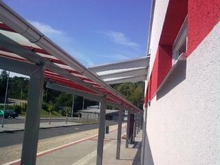 Moravský Krumlov autobusové nádraží, přístřešek komaxit