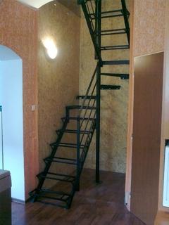 Konstrukce schodů (pro dřevěné nášlapy a madlo)
