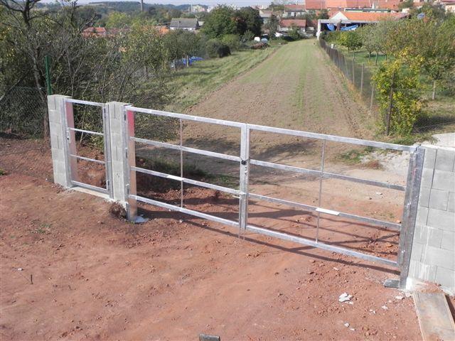 Konstrukce brány a branky pozinkovaná, pro dřevěnou výplň