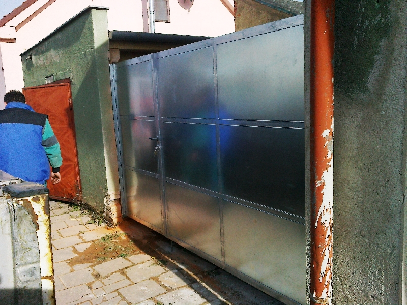 Brána pozinkovaná