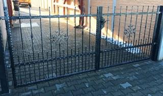 Brána, kované profily, žárový zinek, černá mat. a patina