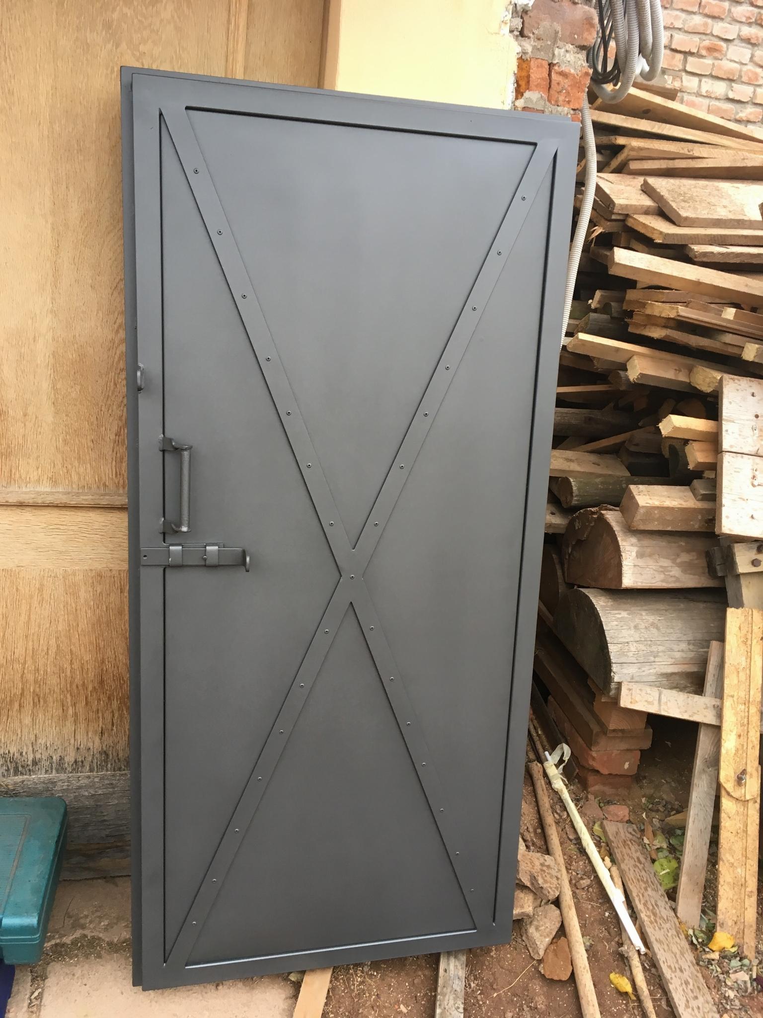 Dveře pozinkované a barva