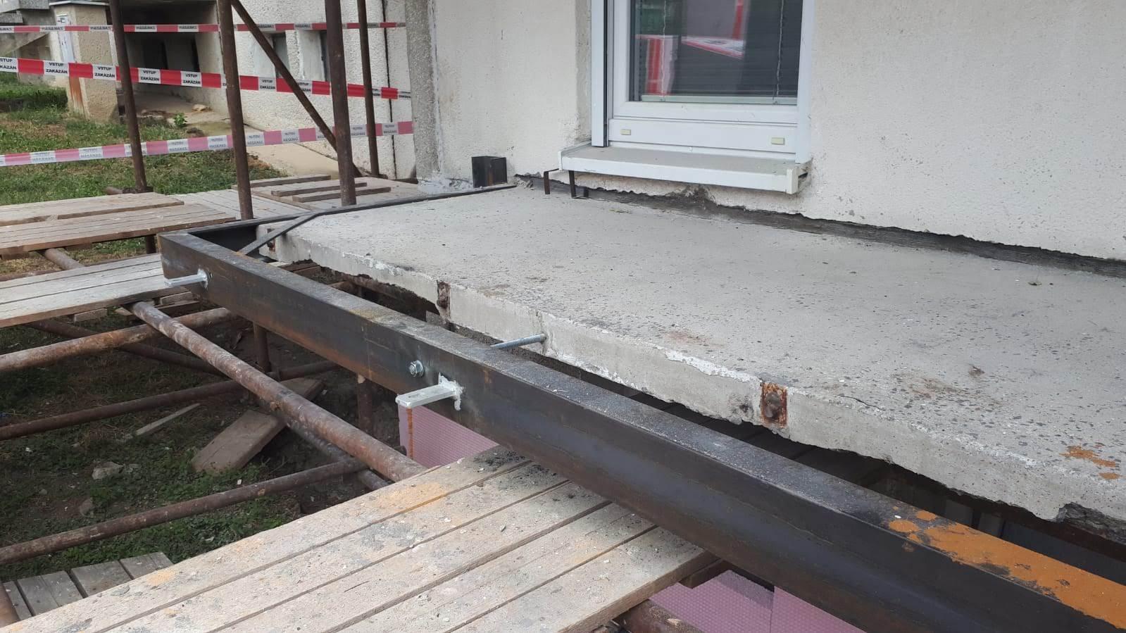 Ocelová konstrukce pro zvětšení balkonu