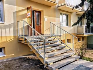 Zábradlí pro schody a podestu, žárový zinek