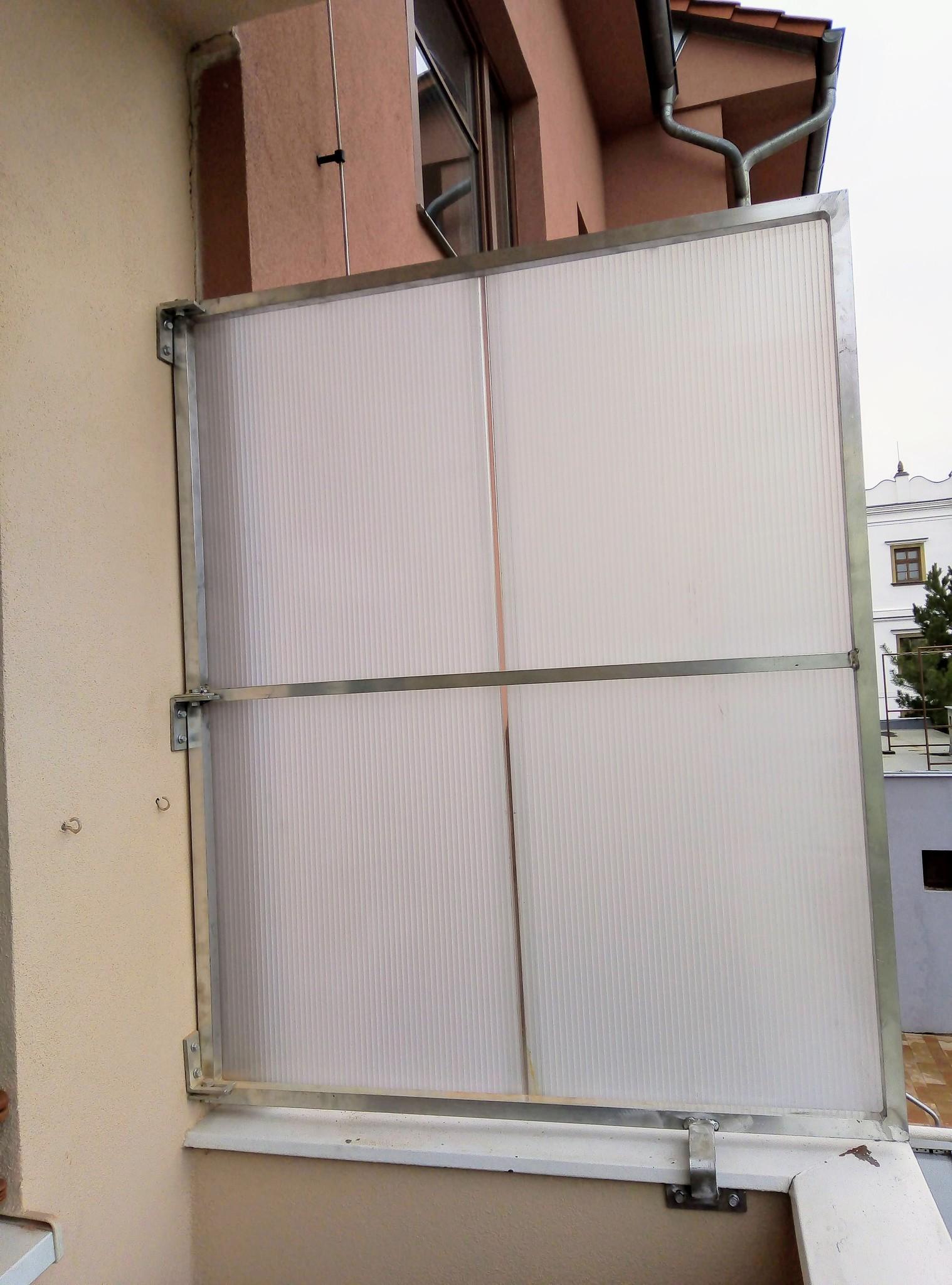Ochranná stěna na balkon hliníková s polykarbonátem