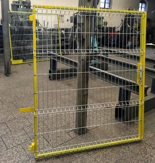 Brána s 3D pletivem, základní a vrchní barva
