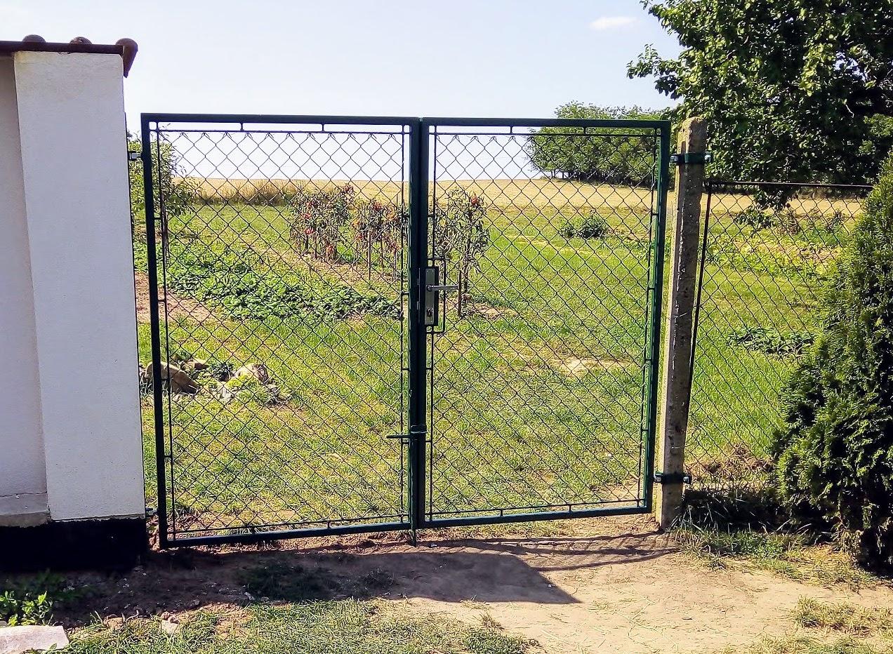 Brána s pletivem, barva zinorex