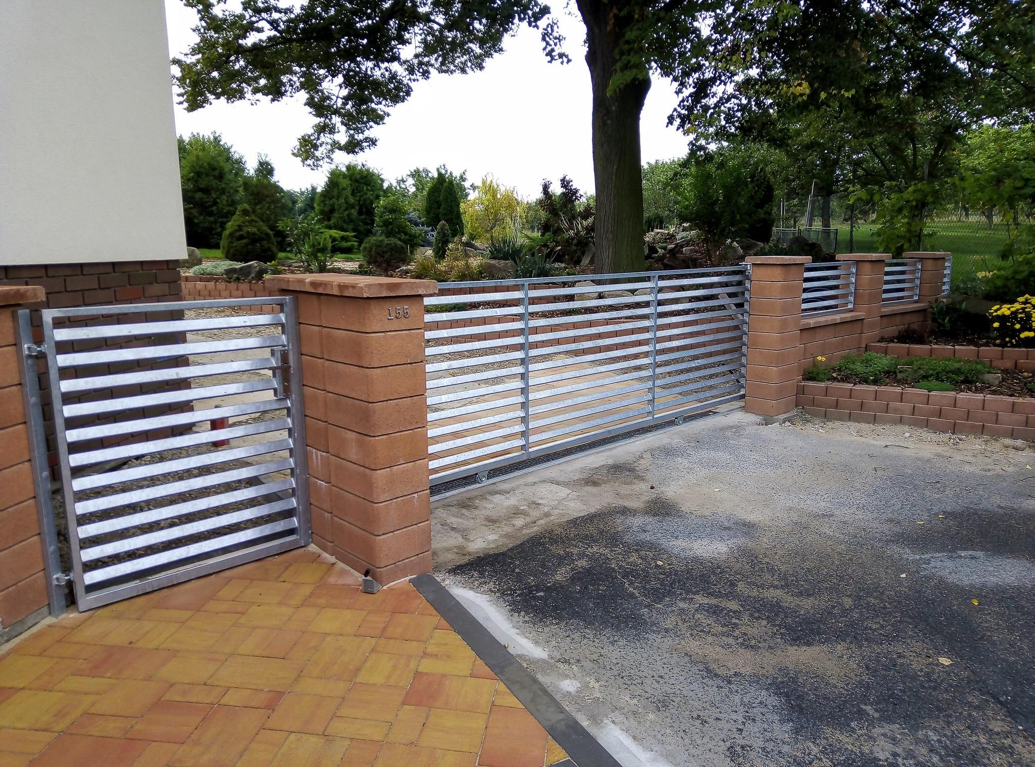 branka, brána pojezdová, plotové díly, žárový zinek