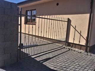 Brána kovaná jednokřídlá, zinek, barva kovářská a patina