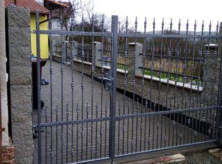 Brána kovaná, žárový zinek a barva kovářská