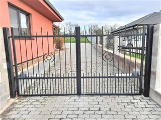Brána dvoukřídlá, zinek a černá mat.