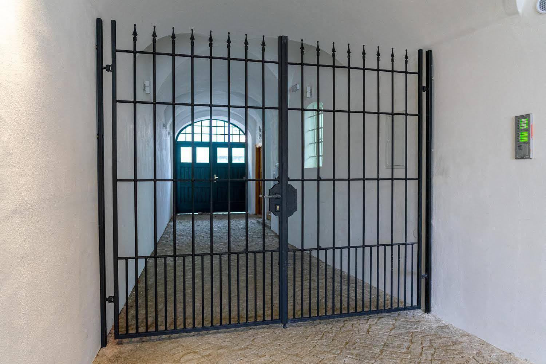 Brána kovaná, žárový zinek a barva